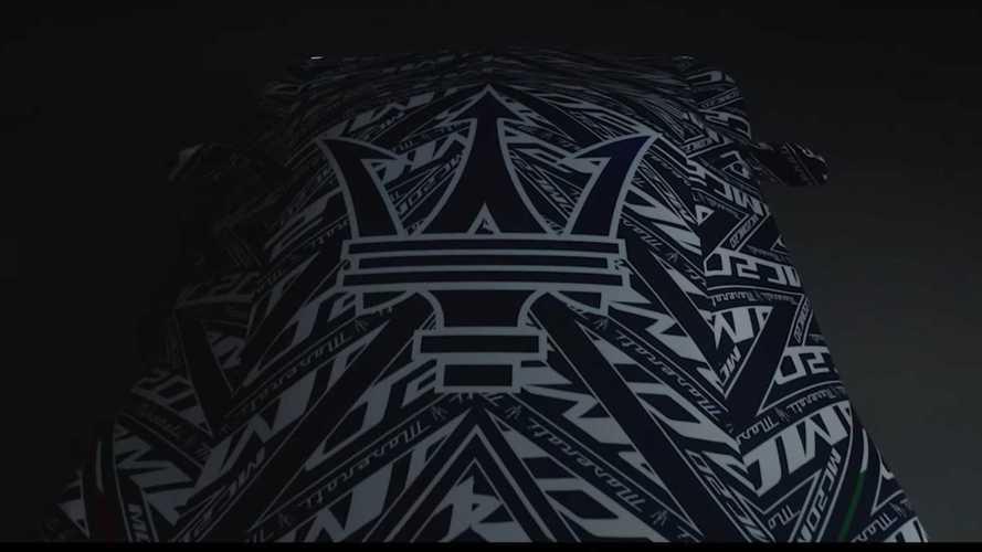 """Maserati, MC20'ye özel """"kamuflaj görünümlü"""" bir branda üretti"""