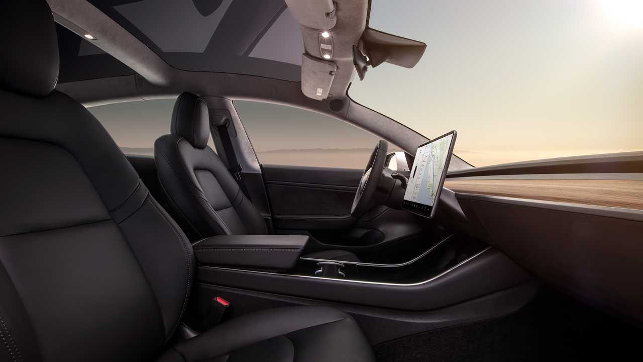 Tesla Model 3, in due anni dimezzati i difetti