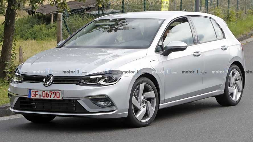 Volkswagen Golf 8 GTE, le foto spia dell'ibrida plug-in