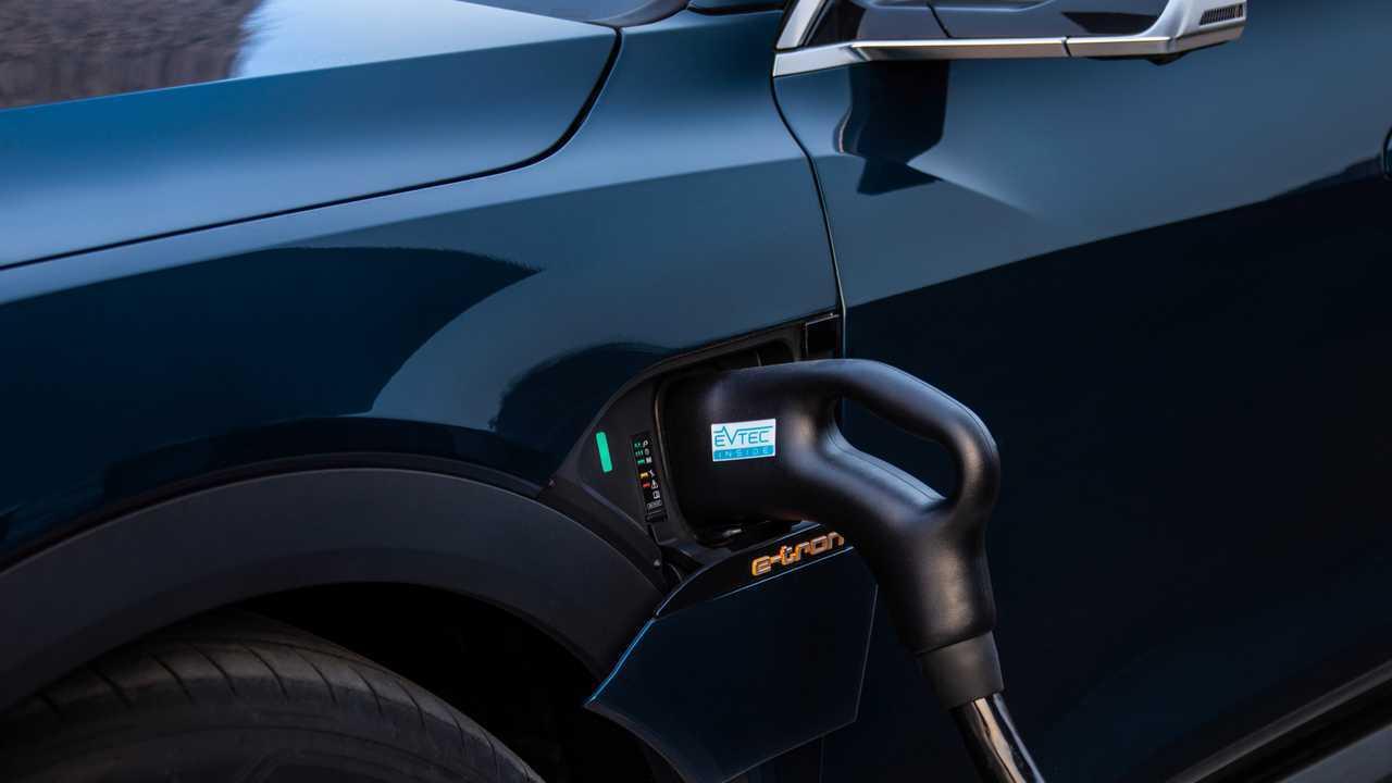 Auto elettrica, per ricaricare le batterie in 10 minuti basta.... scaldarla