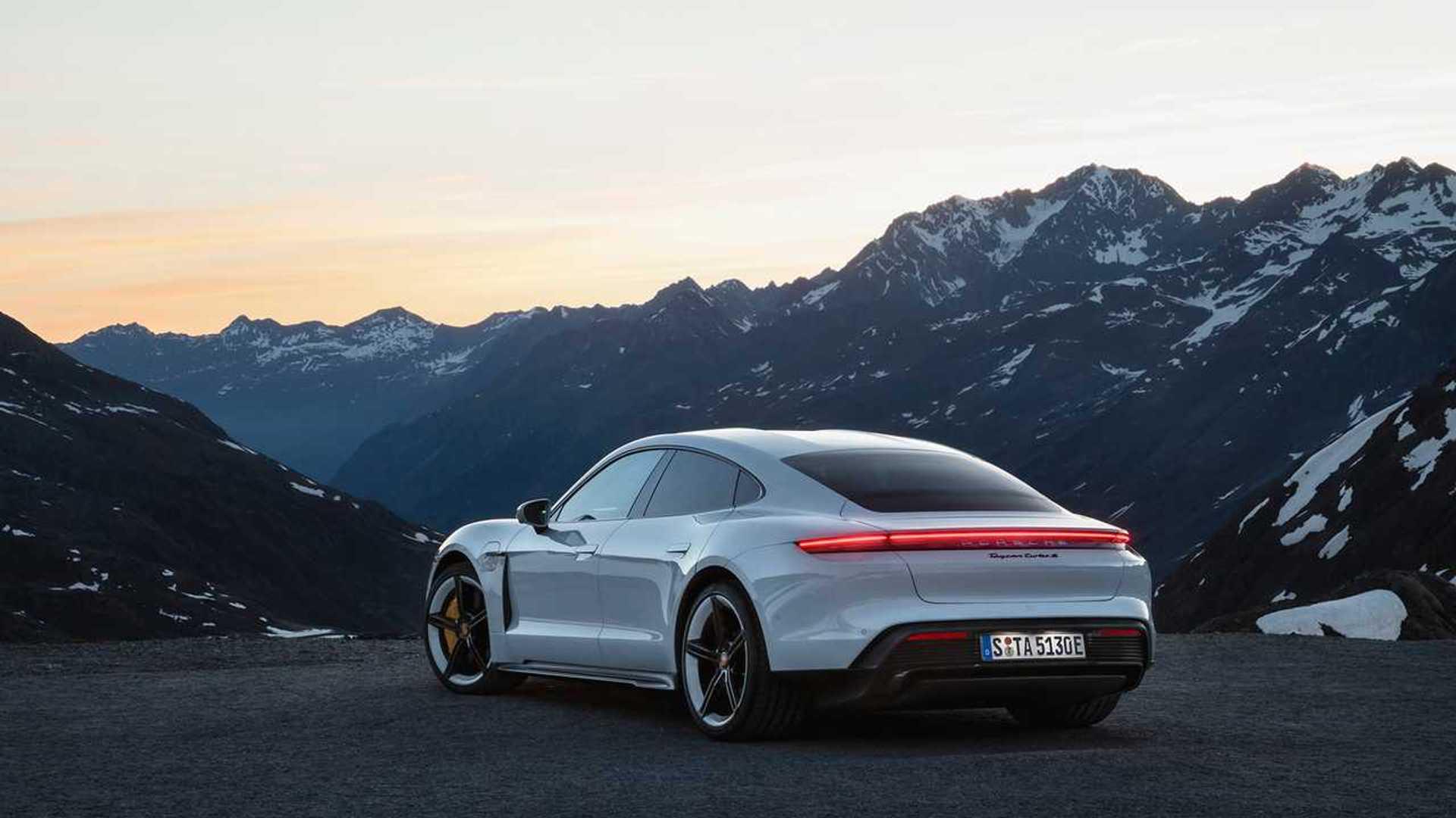 Porsche представил электрический суперседан Taycan