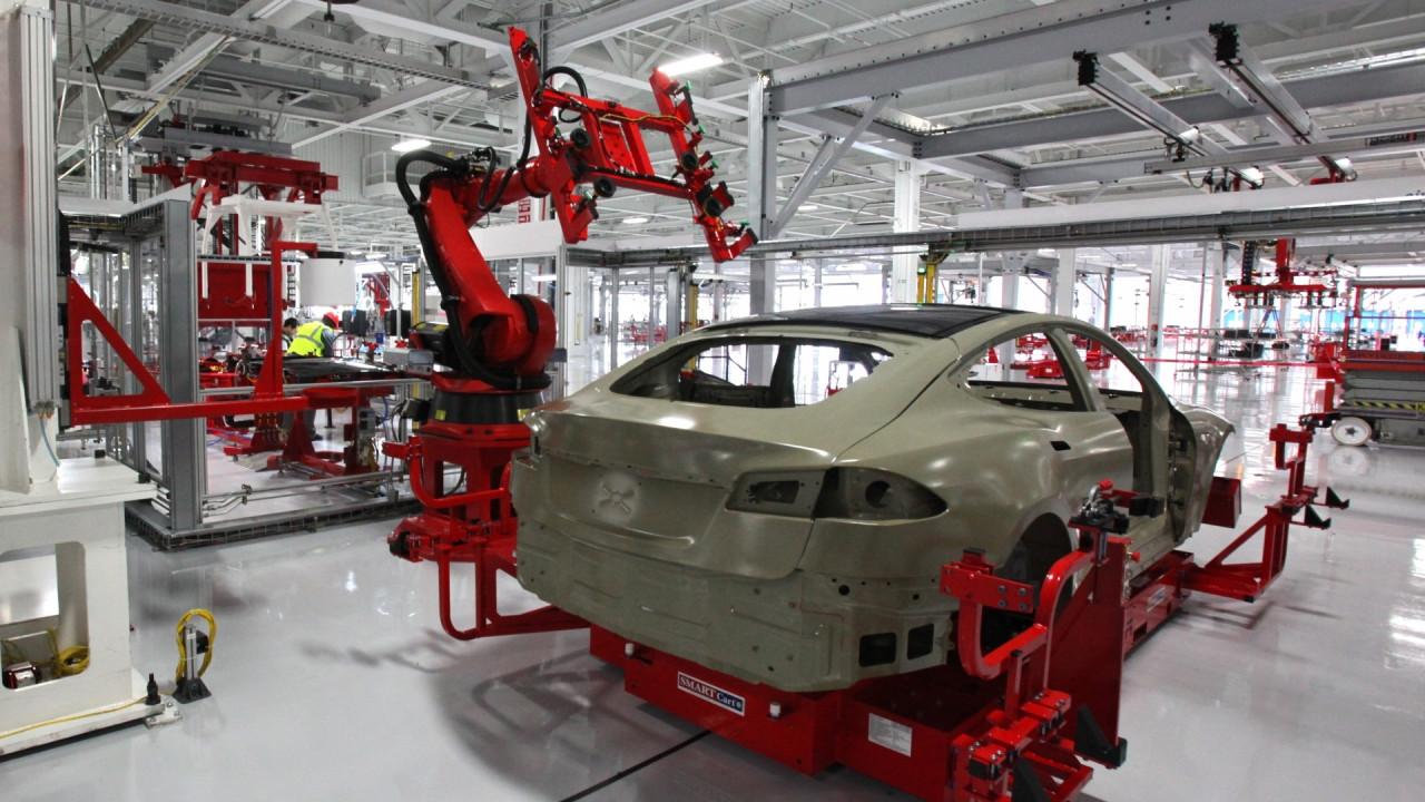 [Copertina] - Tesla, dal 2018 richiederà tutta l'attuale produzione globale di batterie