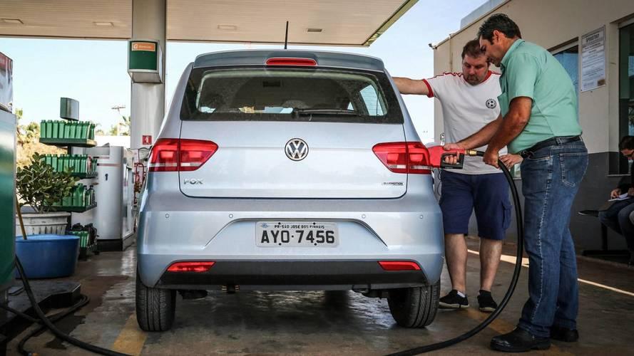 Brasileiro pagou em média R$ 4,61 no litro da gasolina, diz estudo