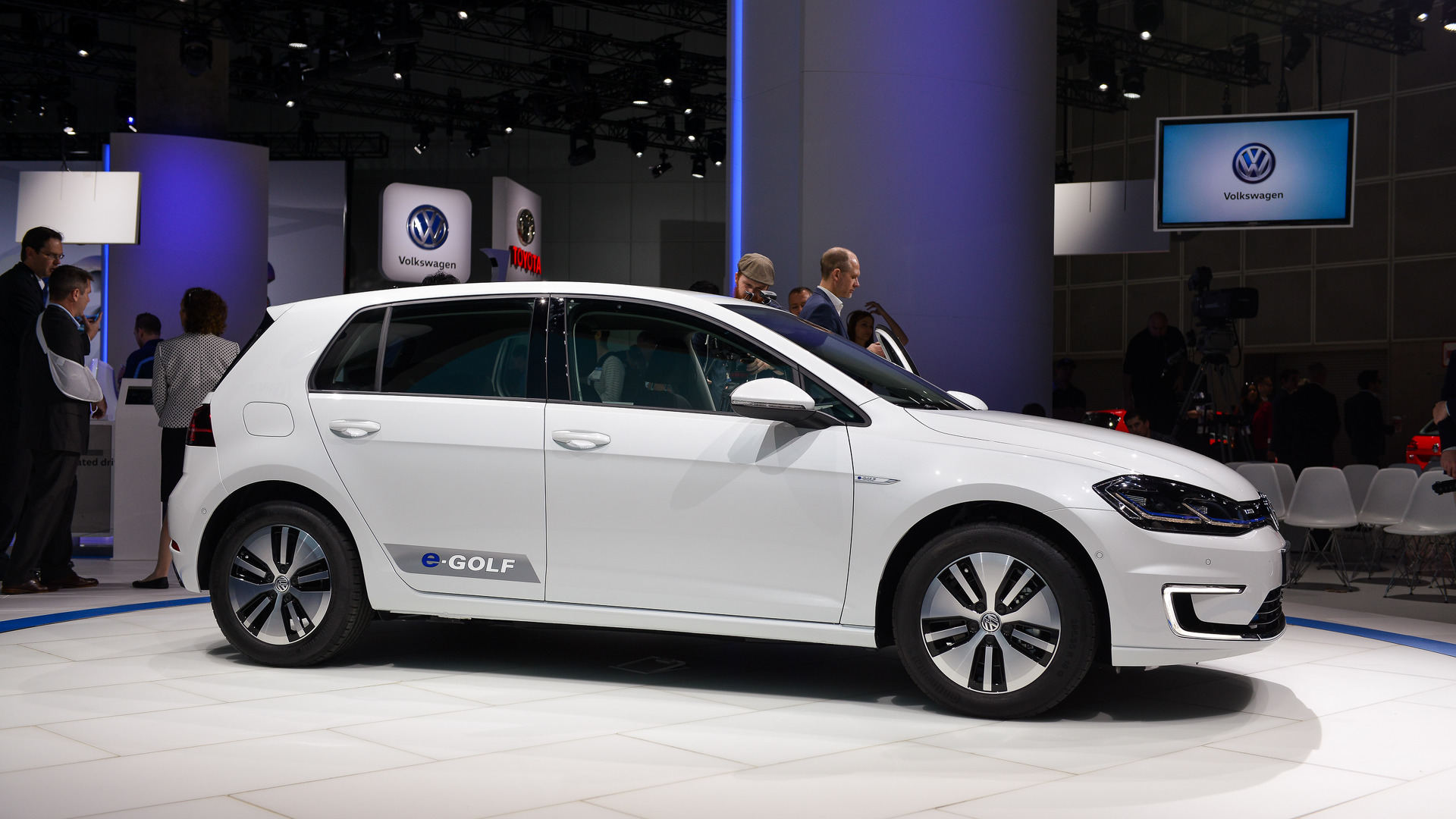 2017 Volkswagen e-Golf gets longer range, more power