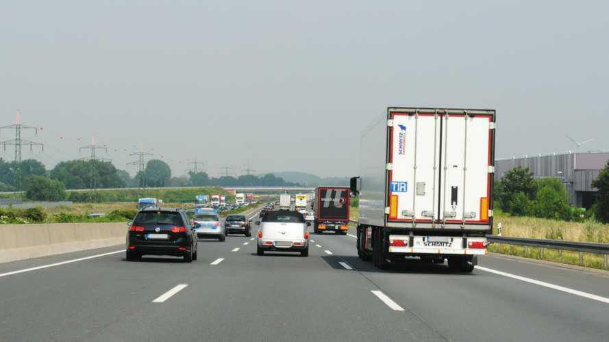 Limite a 150 km/h in autostrada, arriva la proposta della Lega