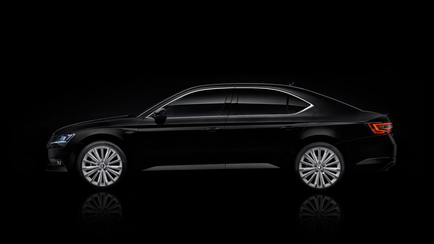 Skoda Superb Black Crystal, vestita di nero lucente