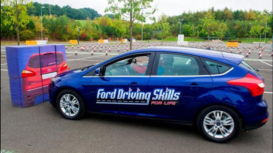 Basta selfie al volante, Ford lancia una campagna social