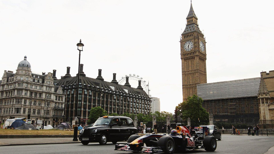 Red Bull F1 makes pit stop in front of Houses of Parliament [video]