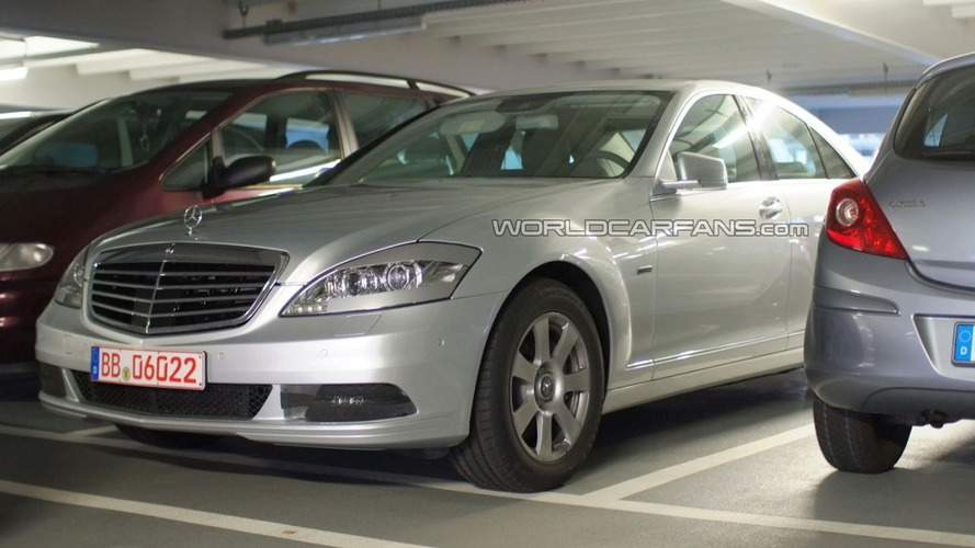 2010 Mercedes-Benz S-Class Facelift Spied in Parking Garage