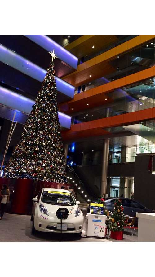 Nissan LEAF Lights a Christmas Tree