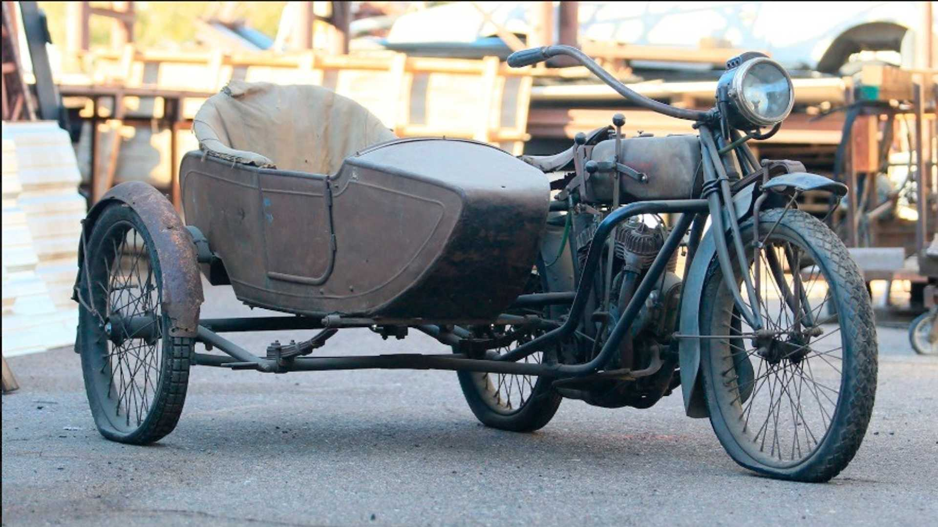 "[""1917 Indian Twin Sidecar""]"
