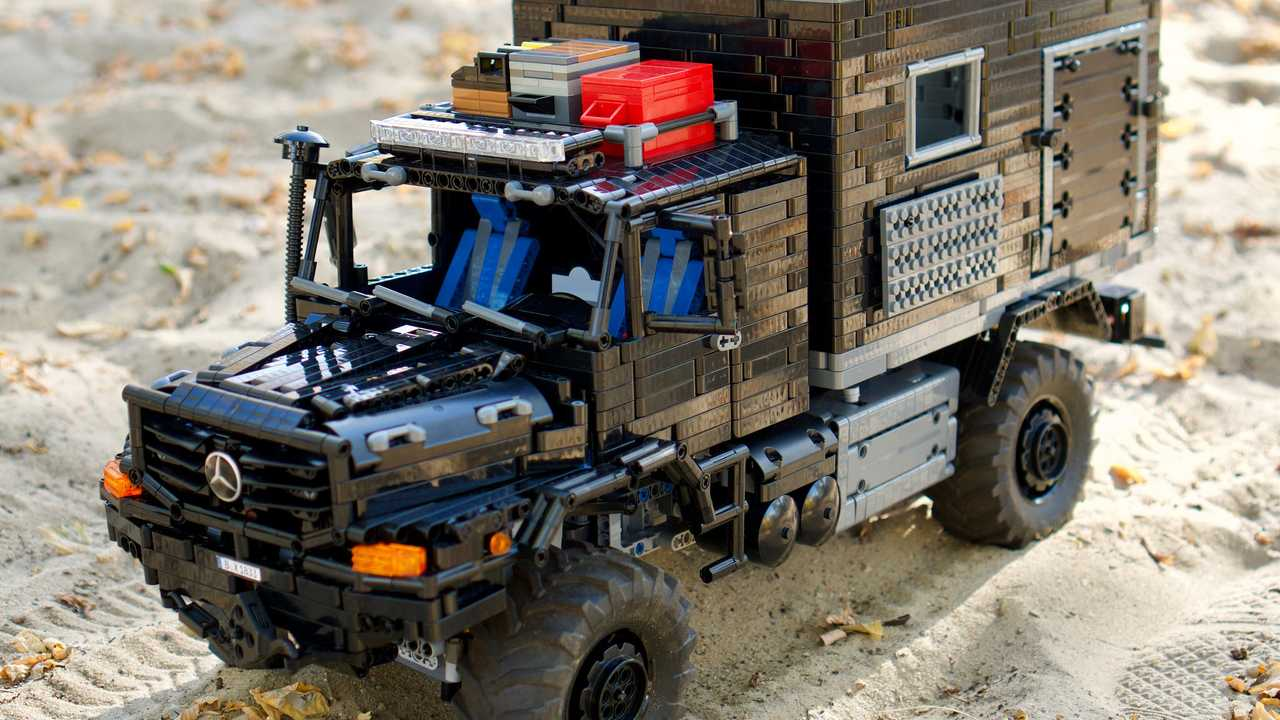 lego technic extreme rv is closest you 39 ll ever get to real thing. Black Bedroom Furniture Sets. Home Design Ideas