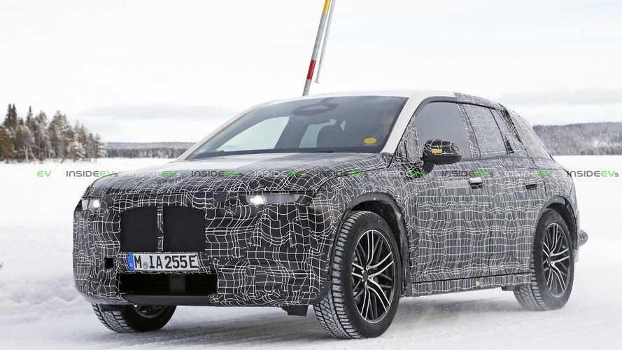 BMW iNext, le foto spia del SUV elettrico sulla neve
