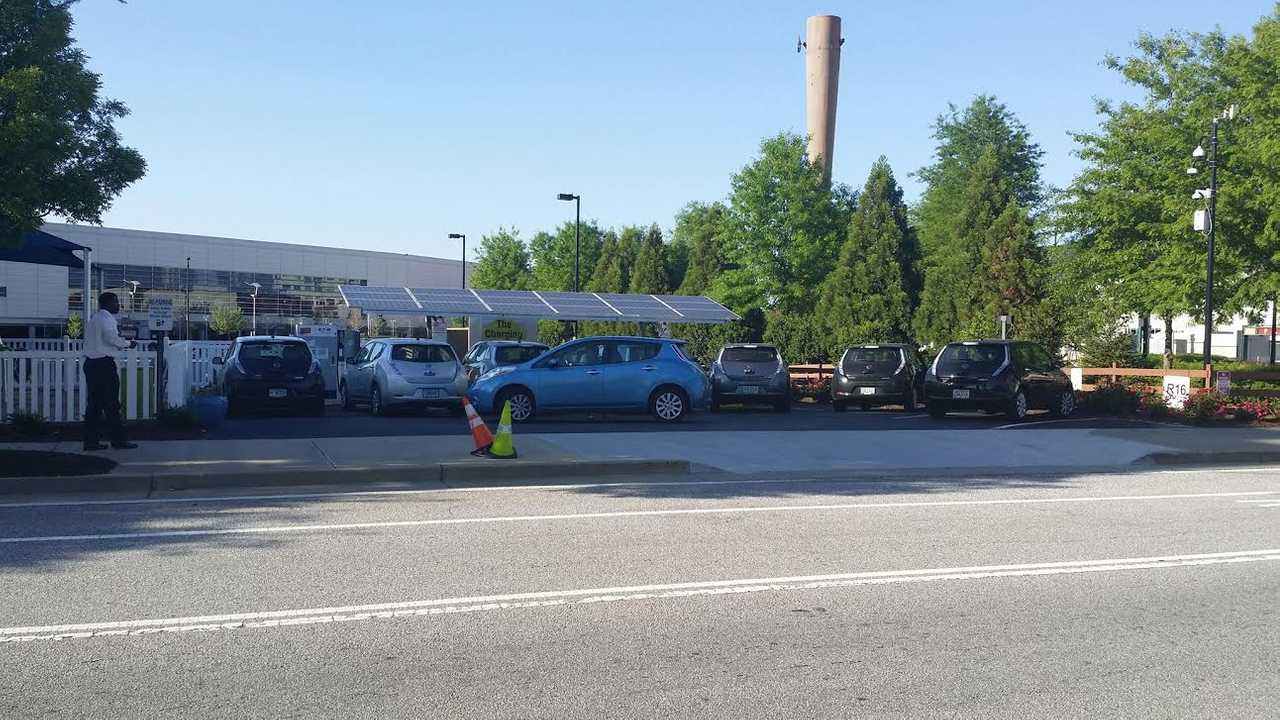 Lots Of Nissan LEAFsHanging Out AtAn Atlanta DC Fast Charging Station