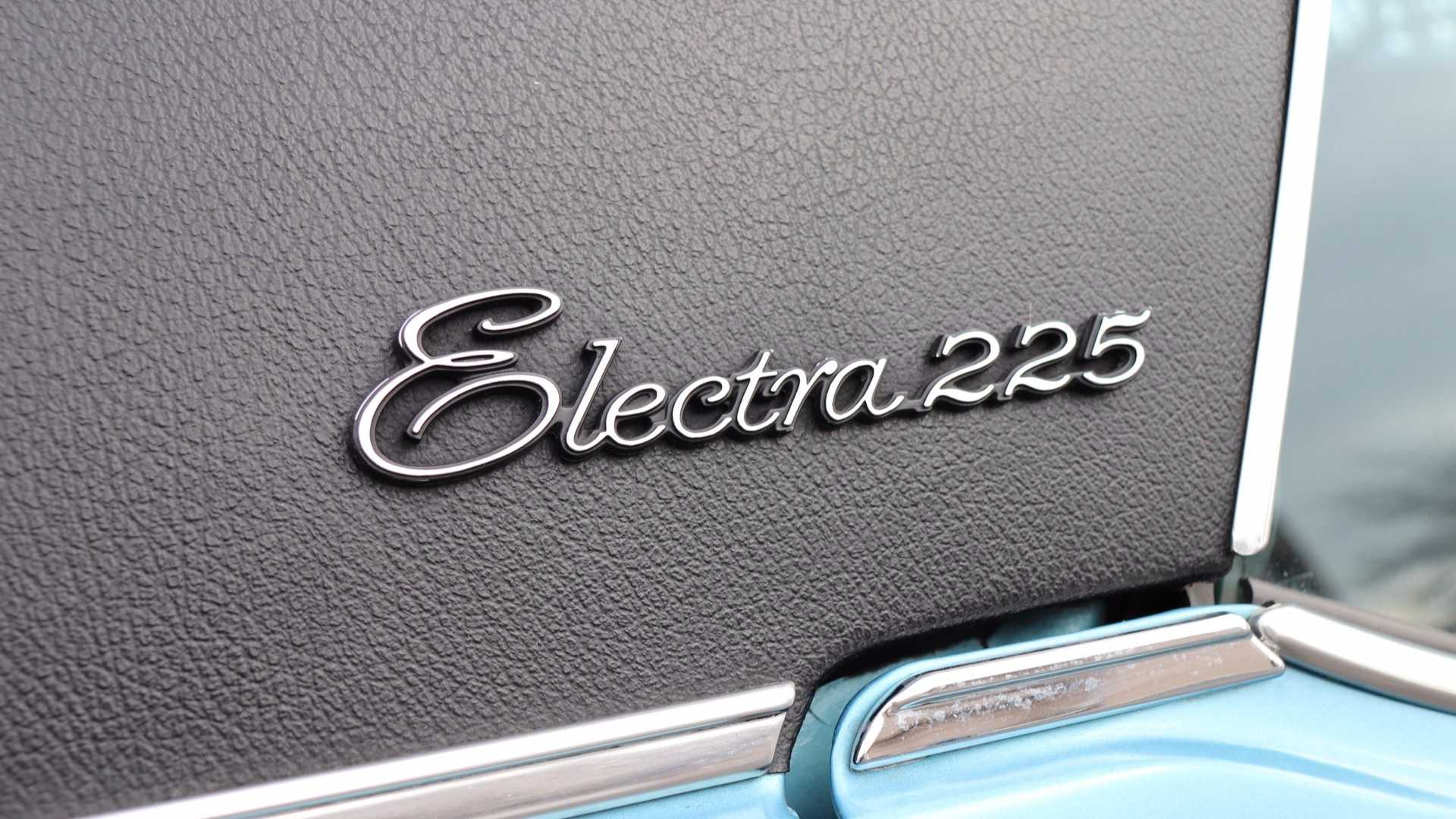"[""1971 Buick Electra""]"