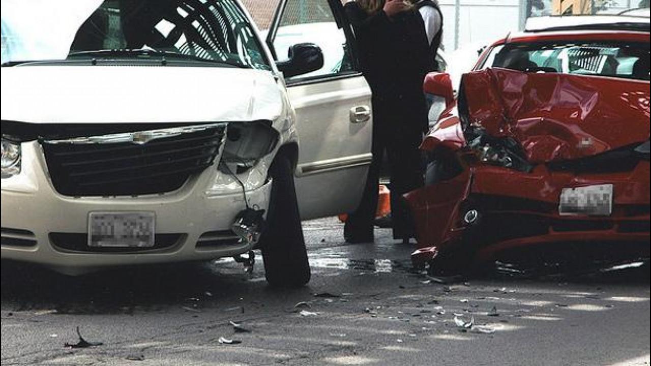 [Copertina] - Incidente, chi non si ferma rischia 3 anni di carcere