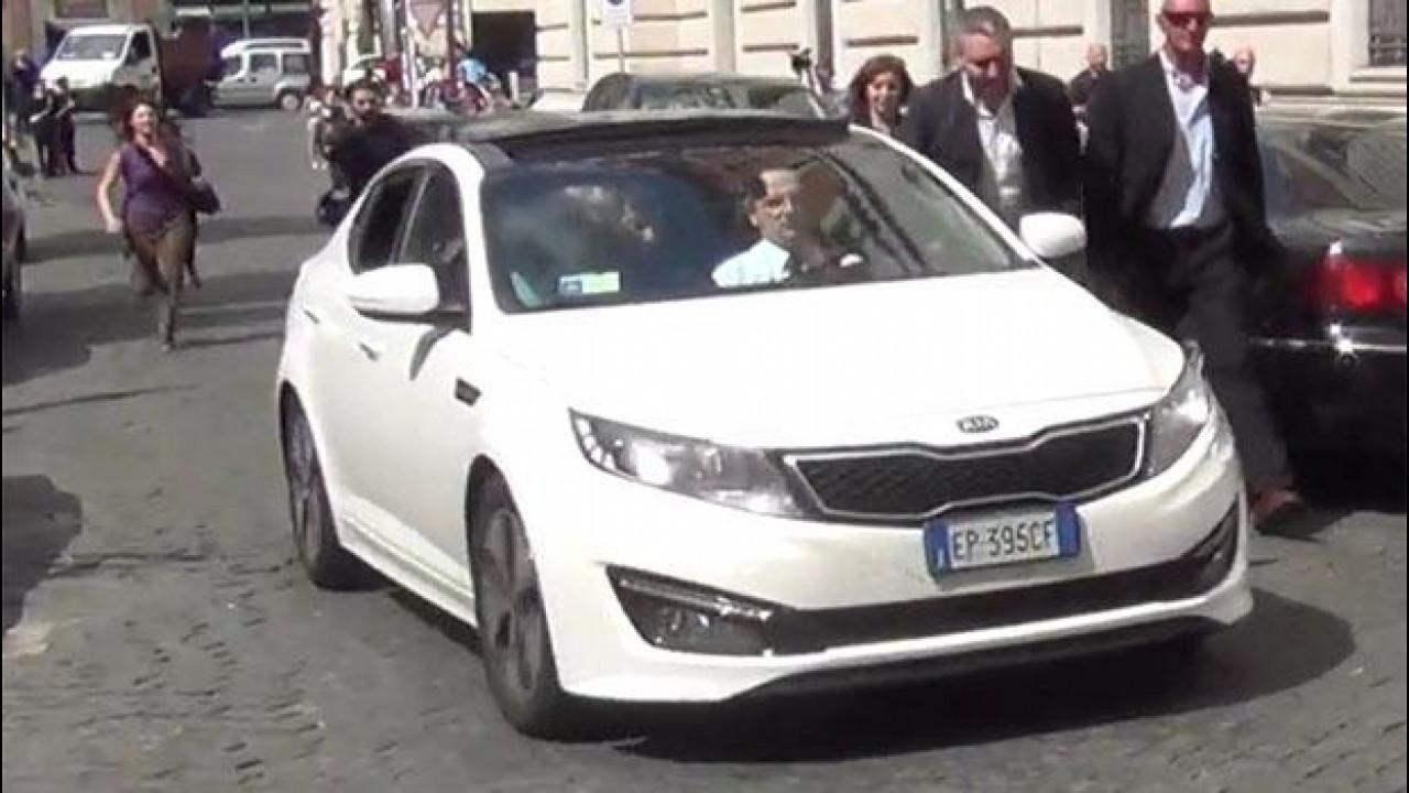 [Copertina] - Beppe Grillo e la sua strana auto ibrida