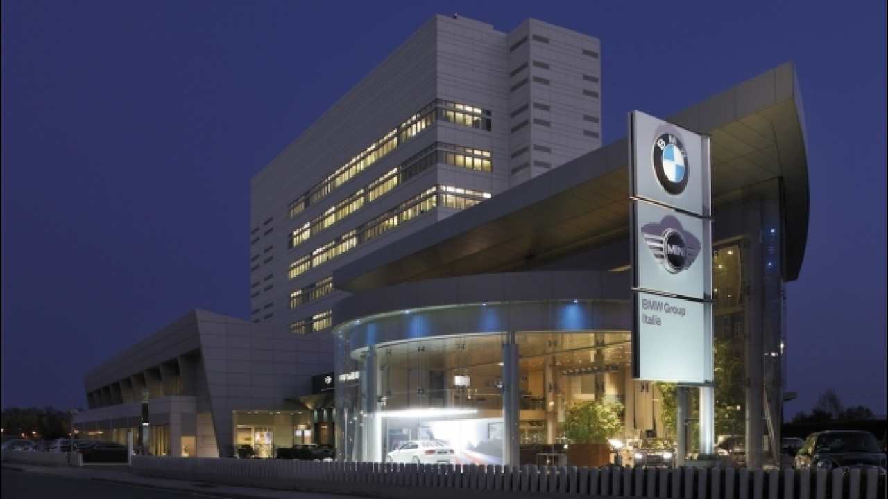 [Copertina] - BMW, così si vende l'auto del futuro. Anzi del presente