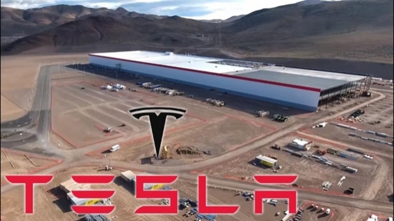 [Copertina] - Tesla GigaFactory, la super-fabbrica di batterie per auto