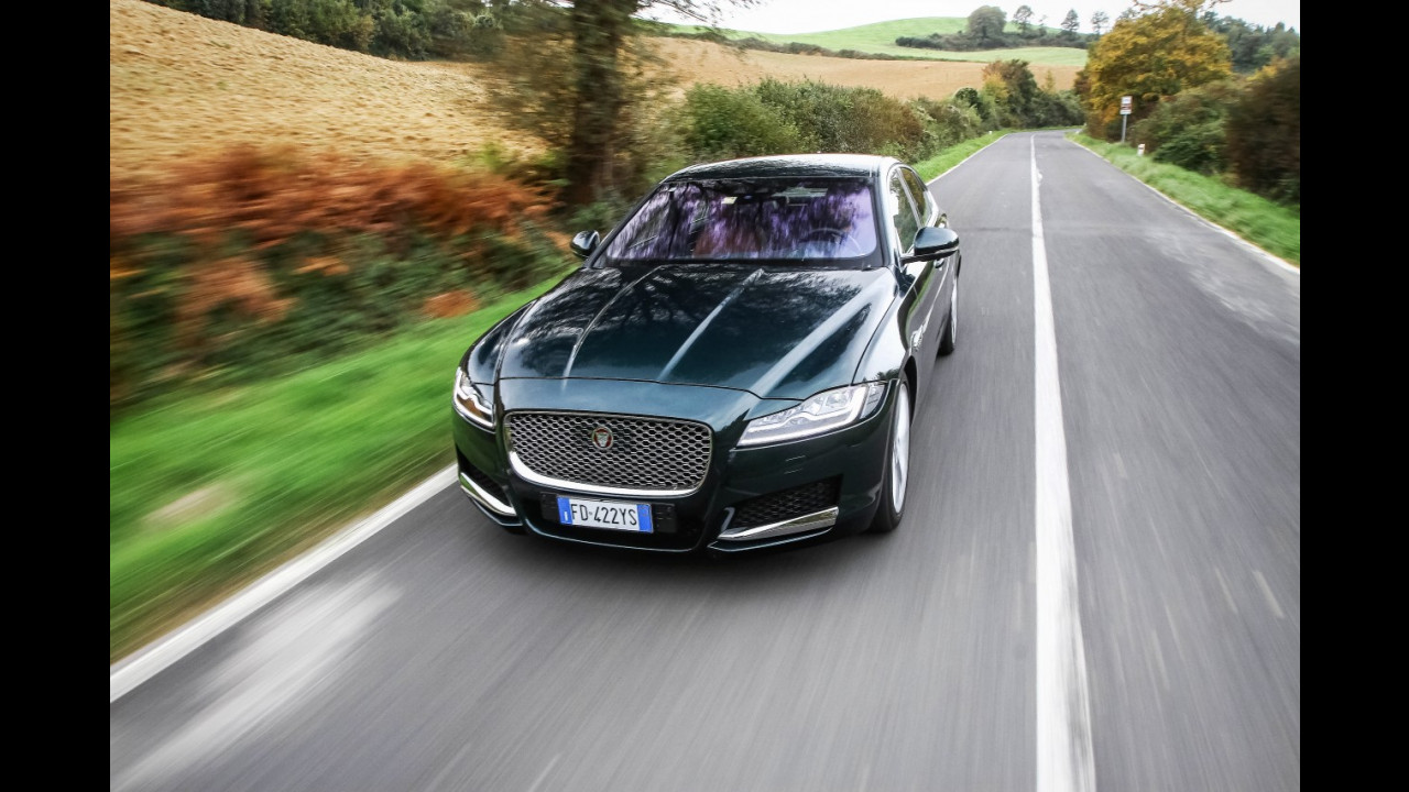 Drive in Italy | Val d'Orcia, Jaguar XF 017
