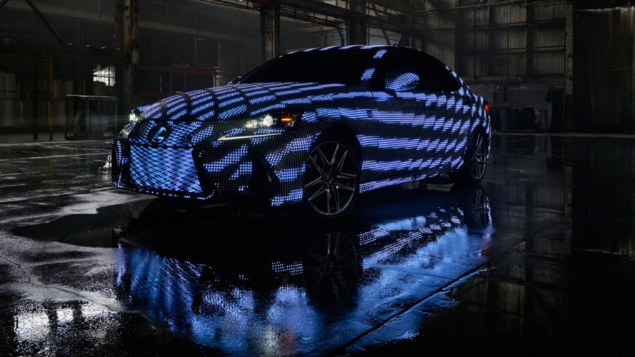 Una Lexus IS è l'auto più appariscente al mondo [VIDEO]