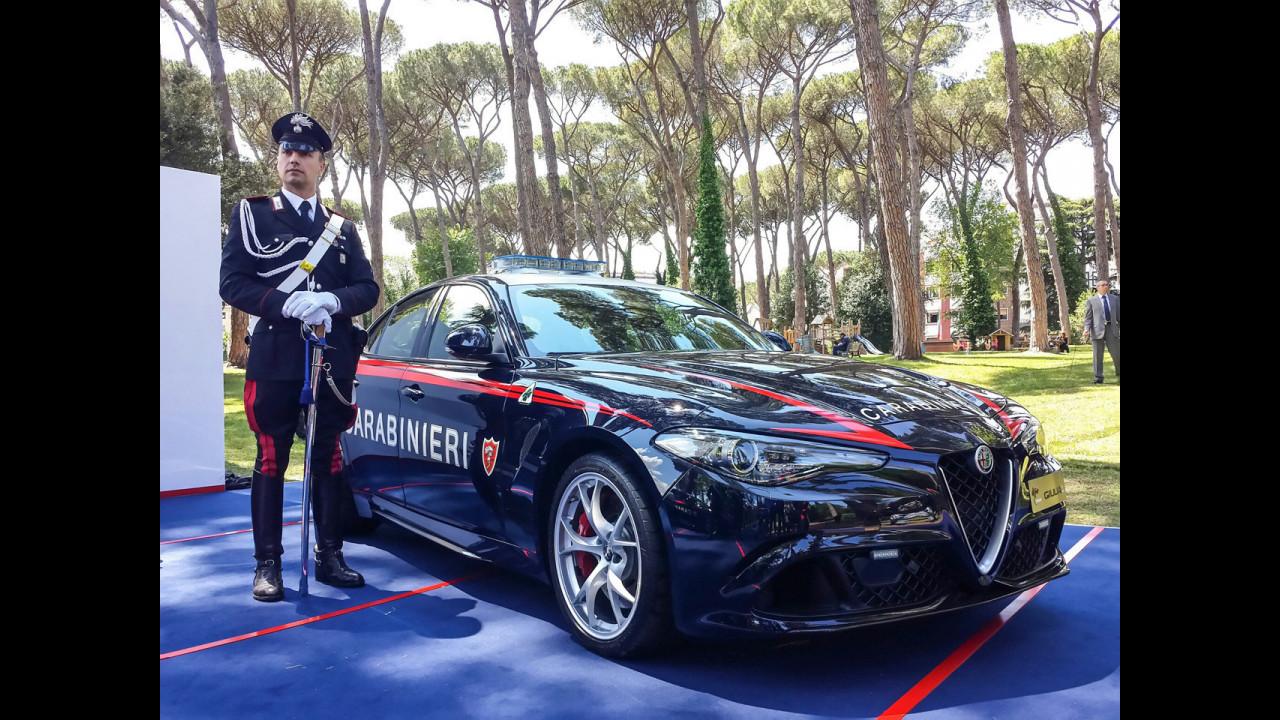 Le auto di Polizia e Carabinieri