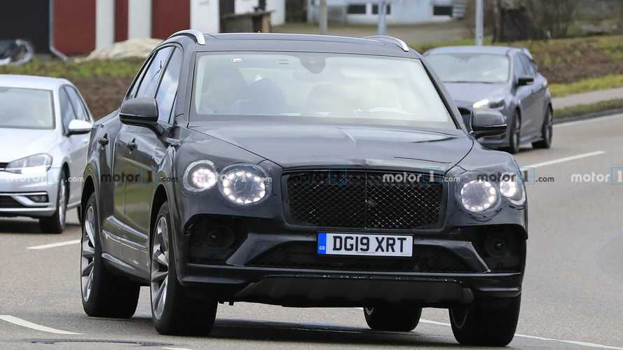 Bentley Bentayga restyling, le spy photo