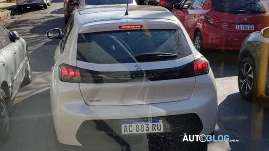 Novo Peugeot 208 retoma testes na Argentina para lançamento em agosto