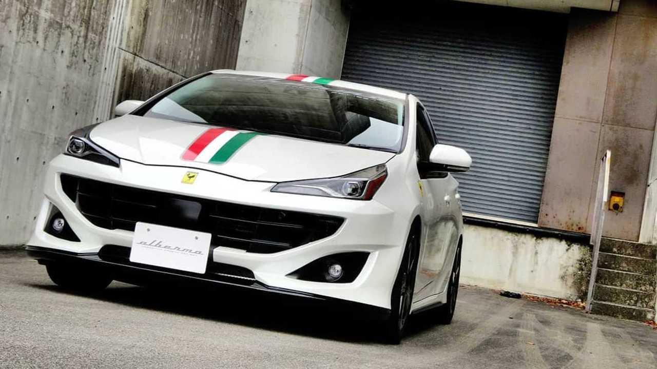 Toyota Prius, transformado en el Ferrari FF