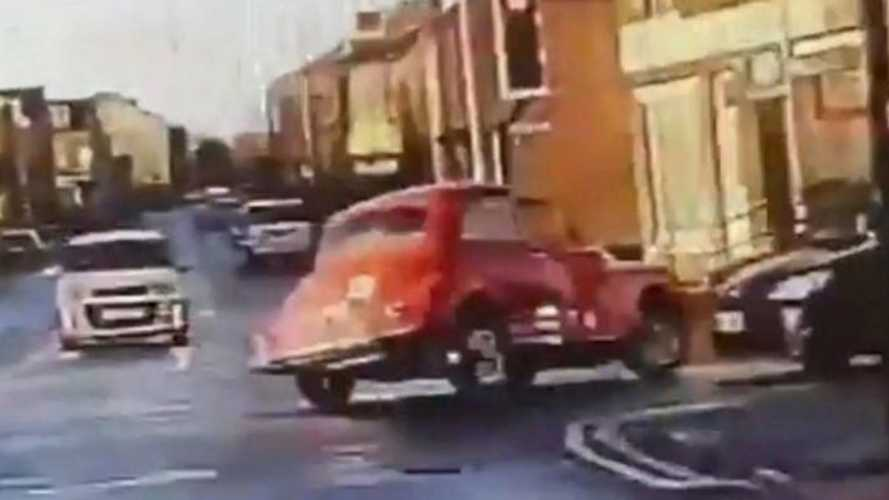 Morris Minor outfoxes police in high-speed chase