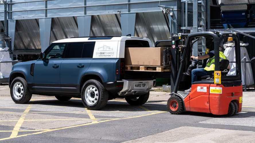 Land Rover показал коммерческий вариант нового Defender