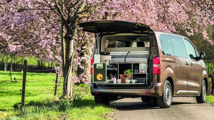 Campingausrüstung beim Toyota-Händler