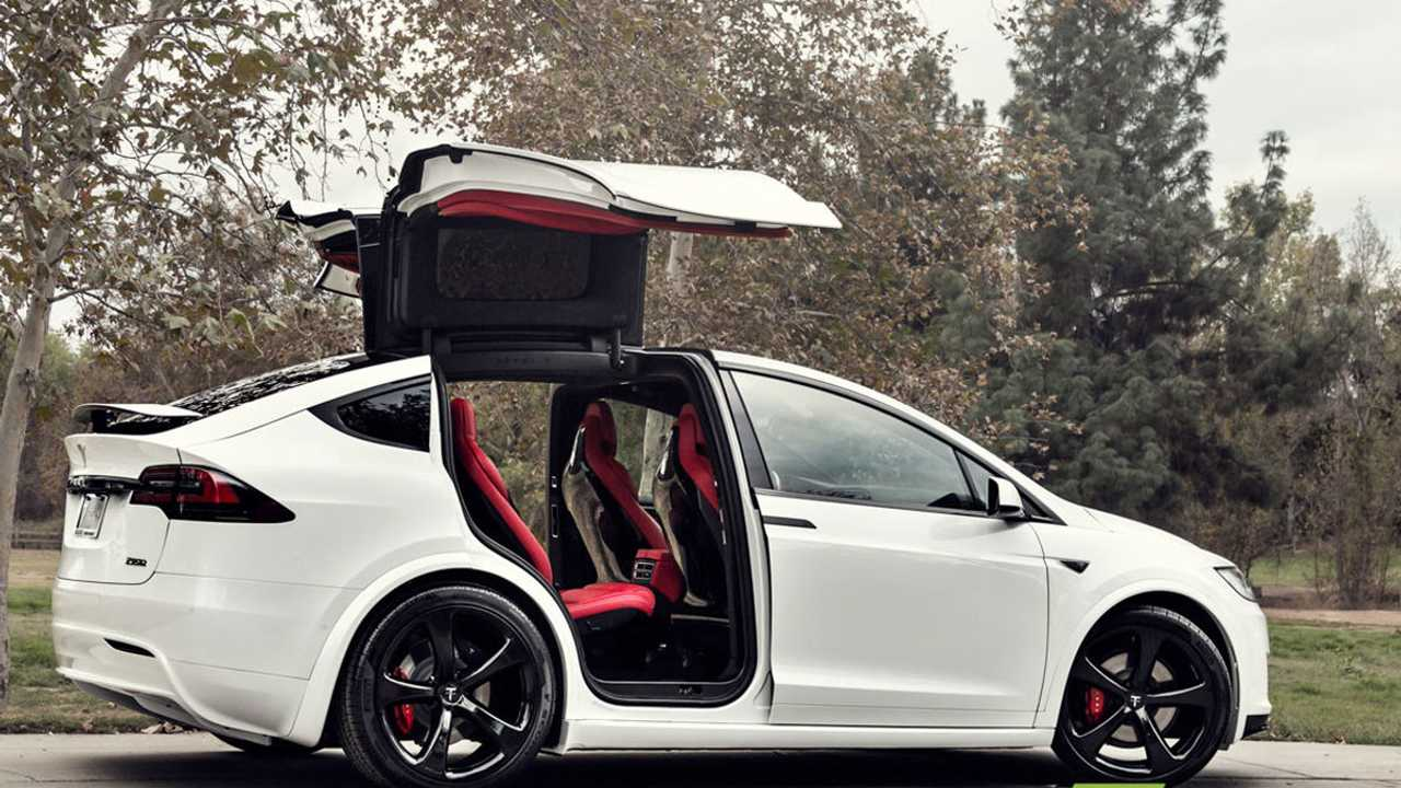 Американцы выставили на eBay Tesla Model X с салоном в духе Bentley