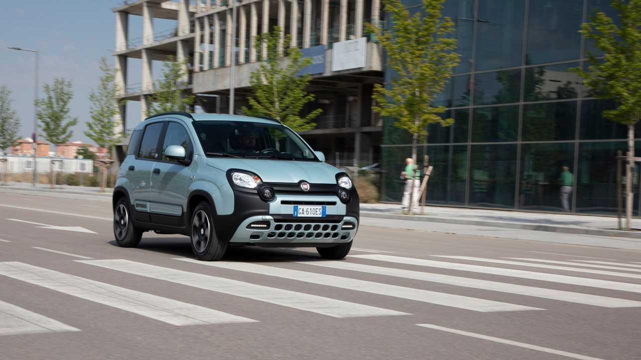Fiat Panda Cross Hybrid Launch Edition prueba movimiento frontal