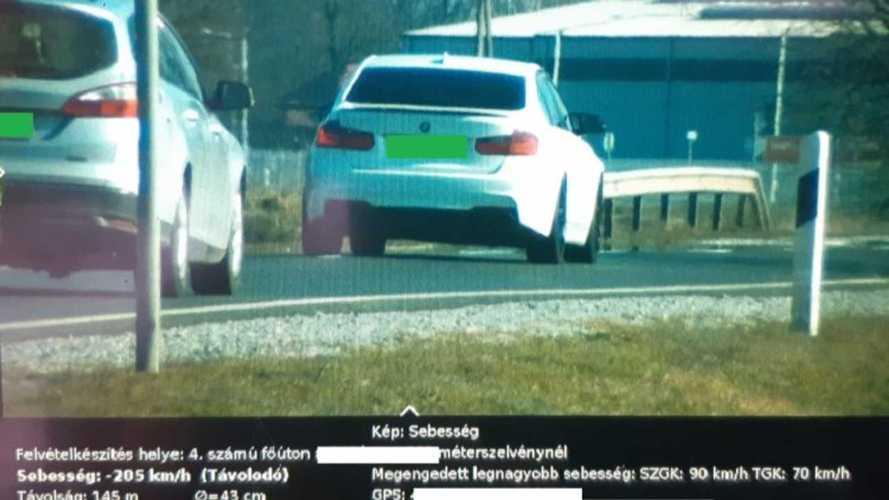 90-es táblánál lépett a gázra egy BMW-s, 205 km/órával sikerült bemérni