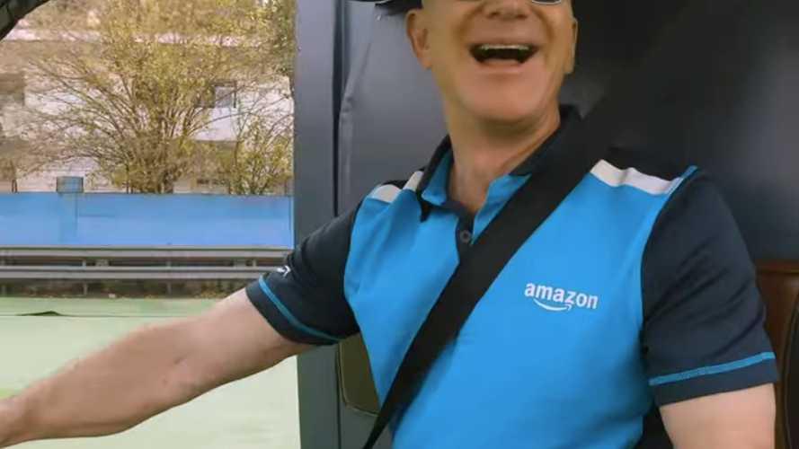 Amazon CEO Jeff Bezos Takes Electric Rickshaw For A Spin