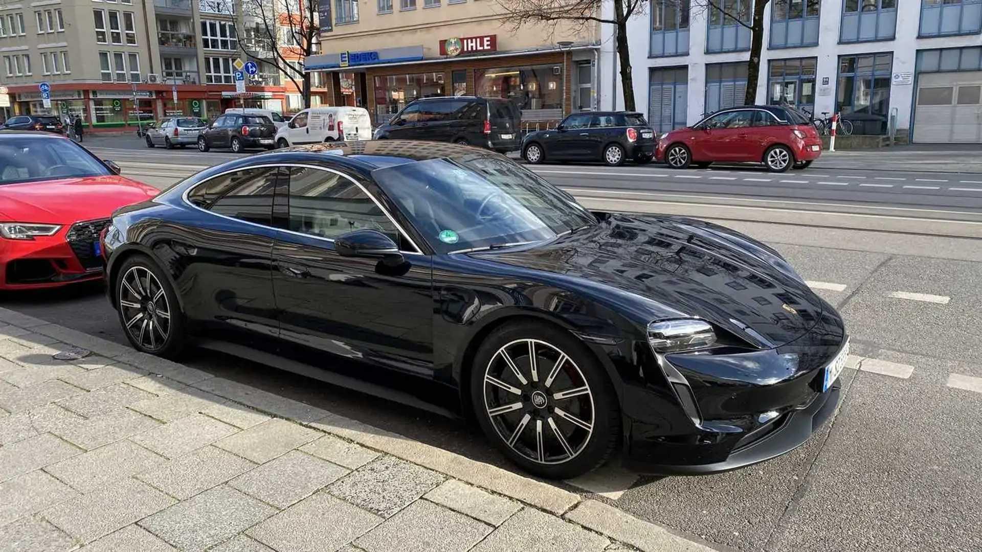 La Porsche Taycan pourrait-elle avoir des problèmes d'écarts de panneau comme Tesla?