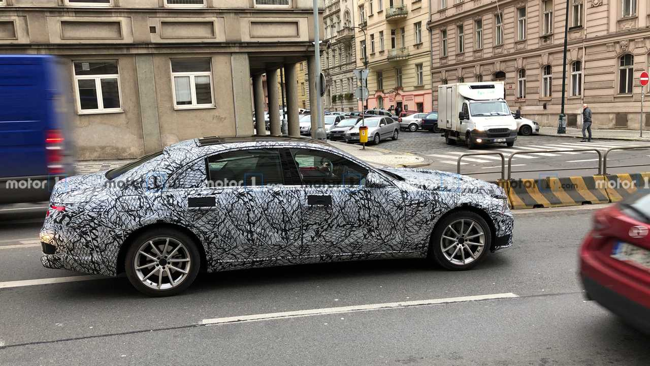 2021 Mercedes S-Class spy photo
