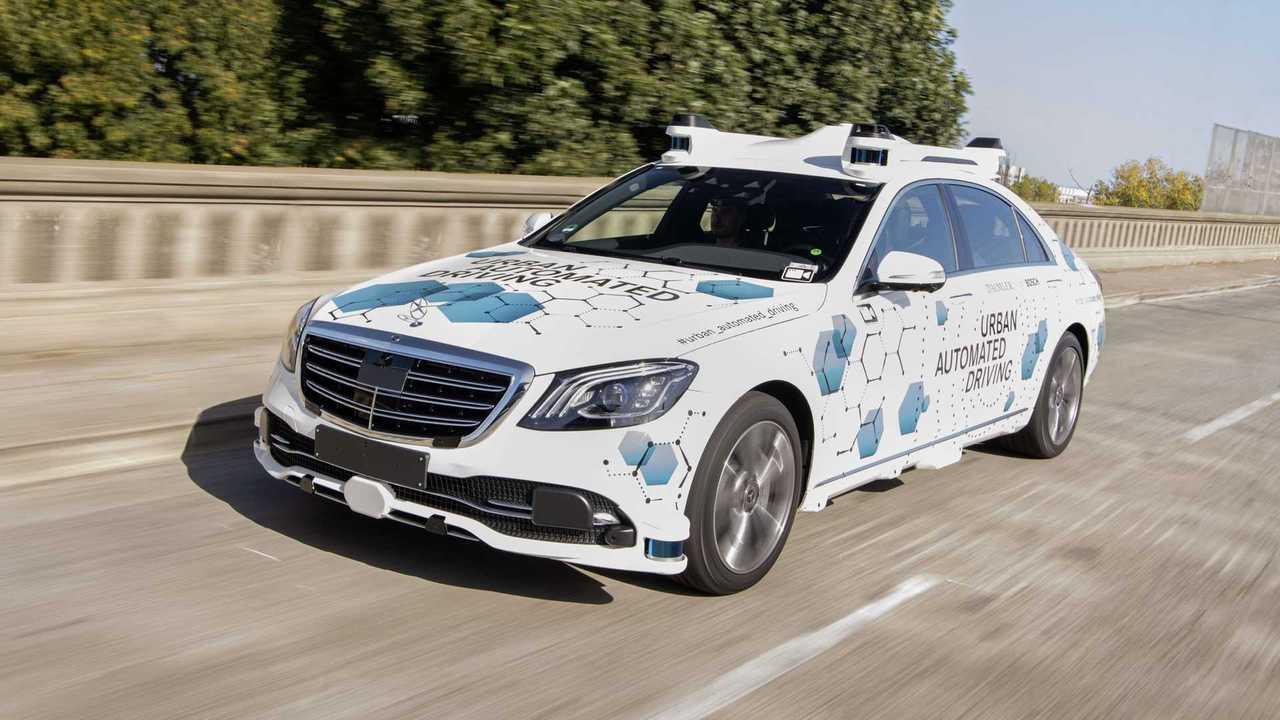 Беспилотный Mercedes-Benz S-класса в Кремниевой долине