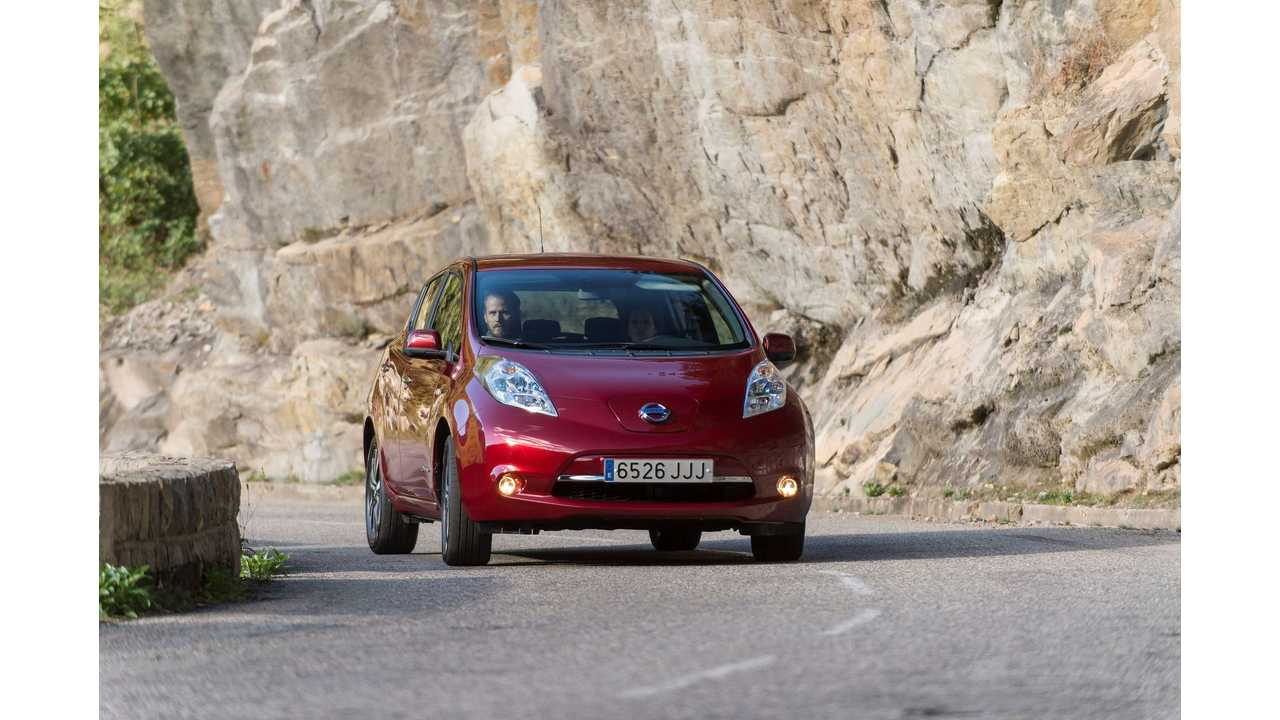Fully Charged Checks Out Longer Range 30 kWh Nissan LEAF - Video Review