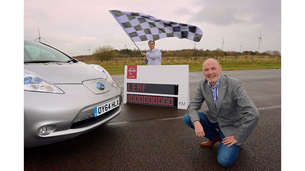 One of the first Nissan LEAF owners, Kevin Slowther, drove the final kilometer with his wife Joanne and daughter Hollie at the Nissan Motor Manufacturing plant in Sunderland, where the world's best-selling electric car is made.