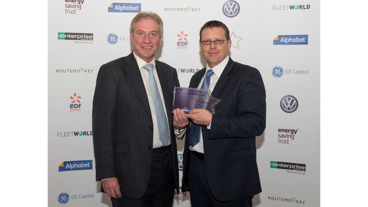 Barry Beeston, Corporate Sales Director at Nissan Motor (GB), (right), receives the company's Fleet Hero award from Ted Brown, Chairman of the Energy Saving Trust.