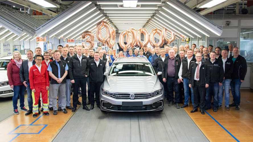 A 30 milliomodik Volkswagen Passat elkészültét ünnepli a gyártó