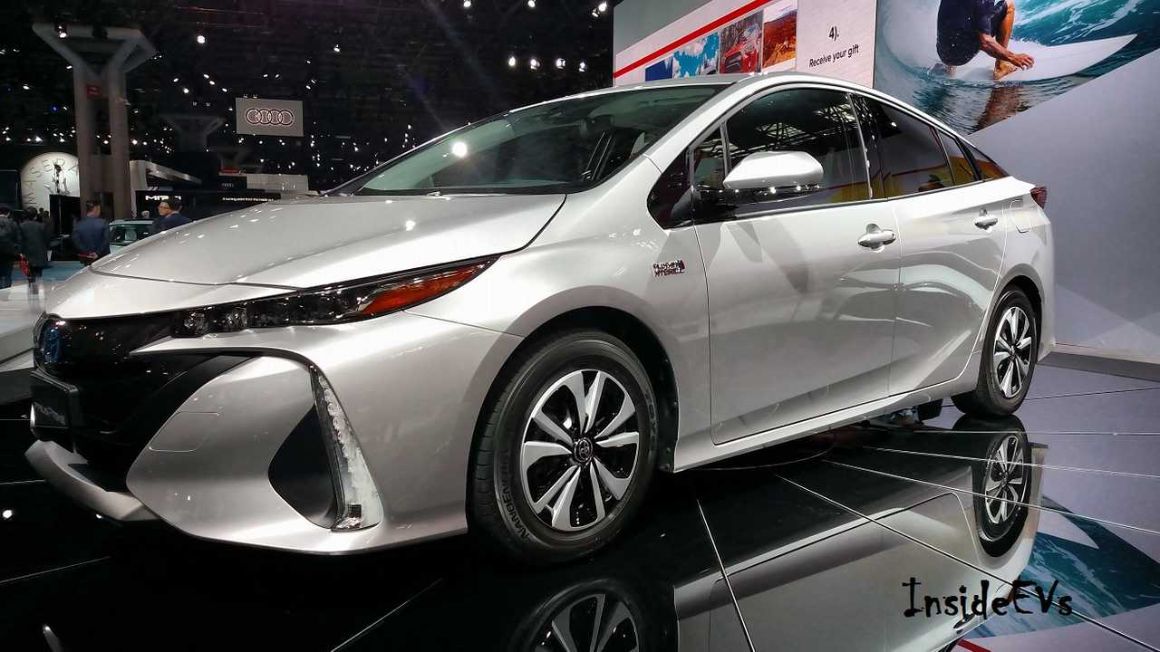 Toyota Prius Prime At New York Auto Show Debut (InsideEVs/Tom M)