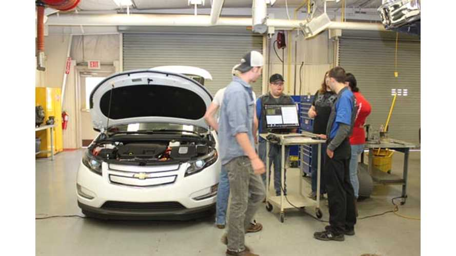 Community College Gets Hands-On Chevy Volt Training