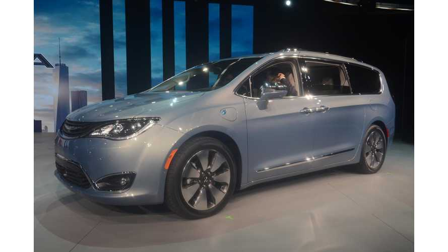 Chrysler Pacifica Plug-In Hybrid At The 2016 NAIAS - Photos & Videos