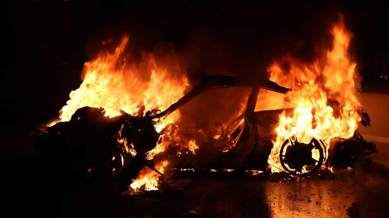Porsche 911 on fire