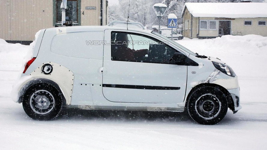 Next-gen Smart ForFour mule spied winter testing