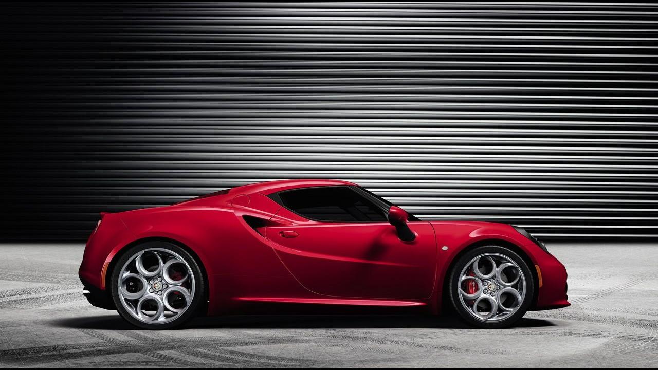 Alfa Romeo divulga novas imagens do esportivo 4C - Veja detalhes do interior