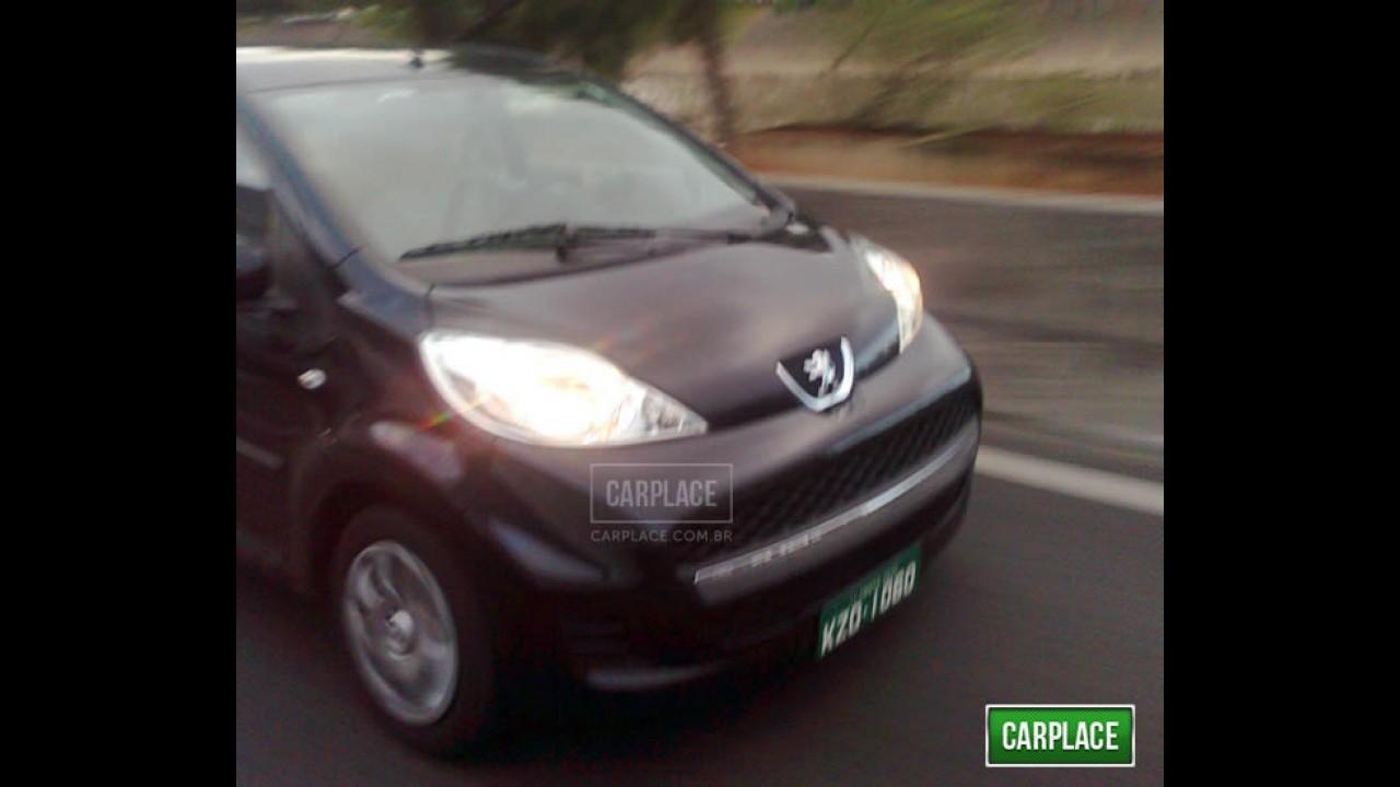 Leitor flagra o compacto Peugeot 107 no Brasil